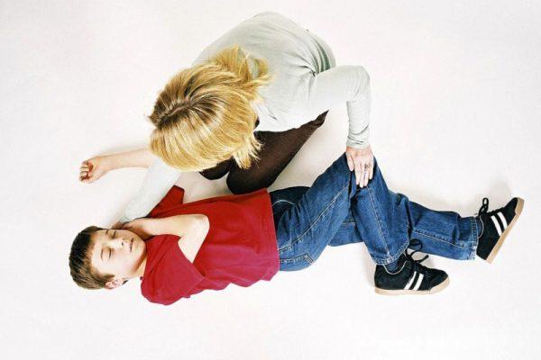 علائم تشنج در کودکان و راه های درمان آن