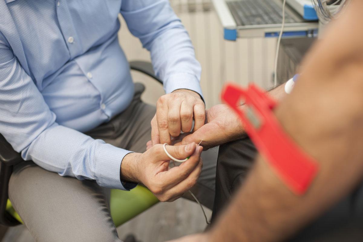 نوار عصب و عضله برای تشخیص سندرم تونل کارپال